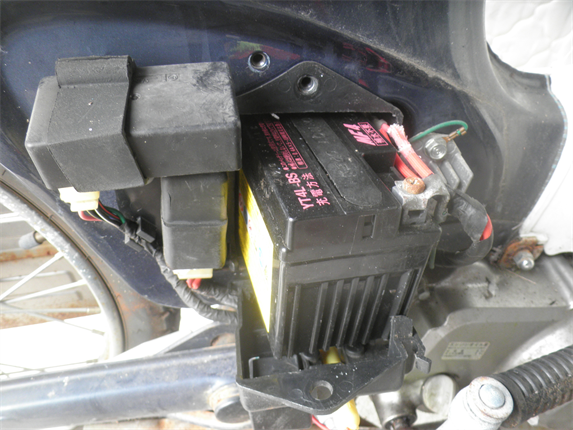 バッテリー3引き出し手前マイナスから外す